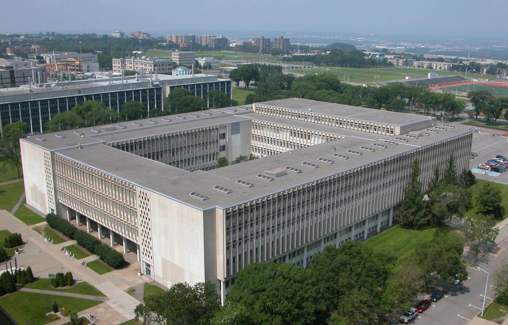 L'université proposait de reporter certains investissements immobiliers pour réduire ses dépenses.