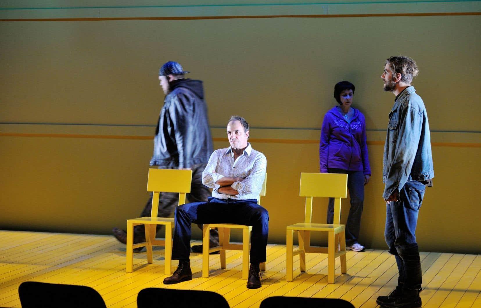 La distribution de la pièce Pour réussir un poulet — Guillaume Cyr, Denis Bernard, Marie Michaud et Hubert Proulx — est, sans exception, impeccable.