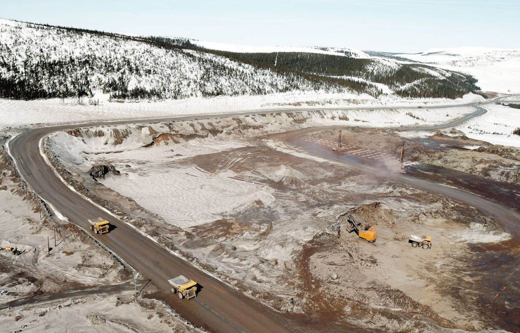 Vue aérienne d'une mine de minerai de fer à Labrador City