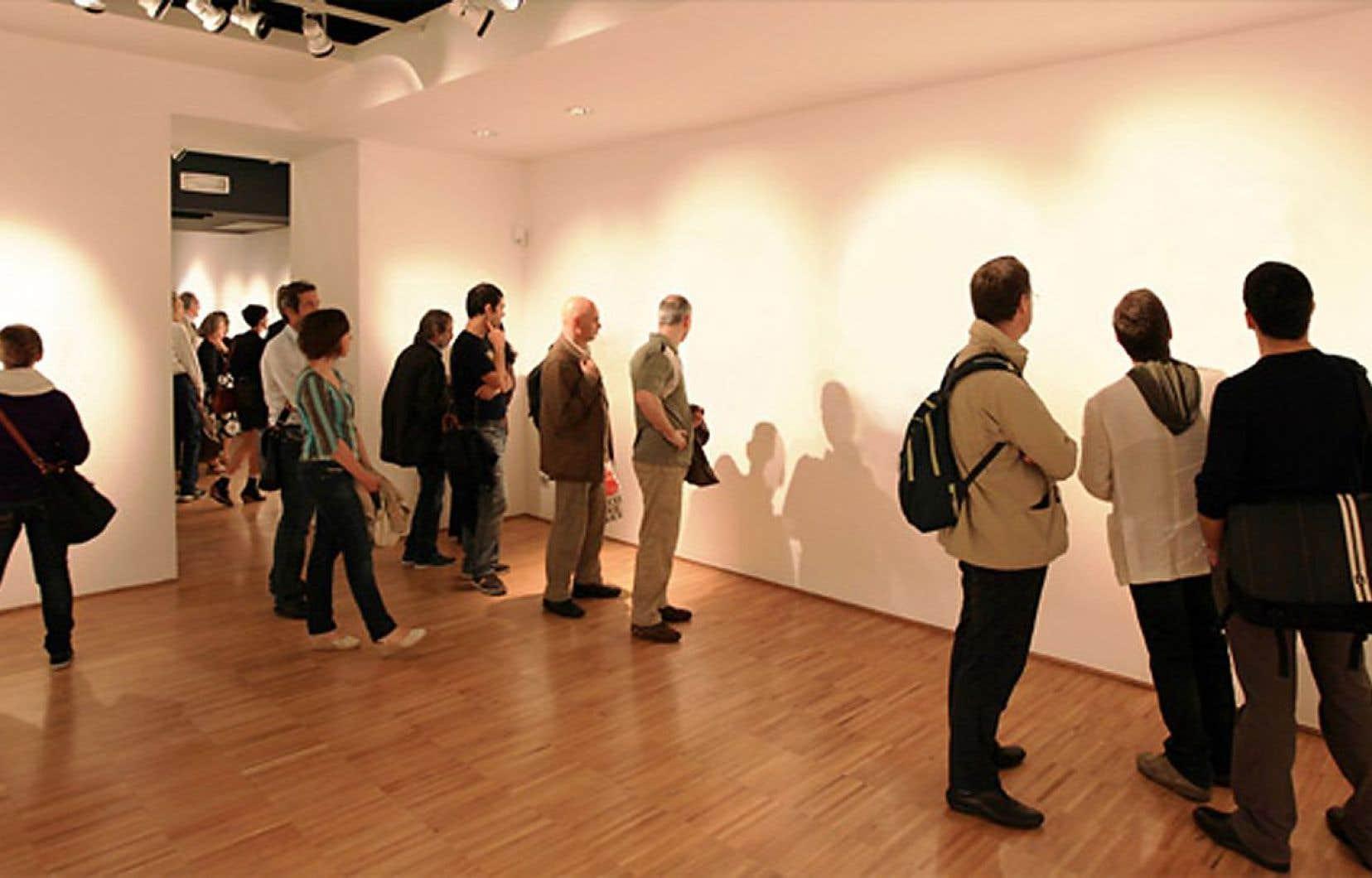 L'« artiste » Lana Newstrom expliquait que grâce à son « art invisible », elle s'exposait à des acheteurs capables de dépenser des millions de dollars.