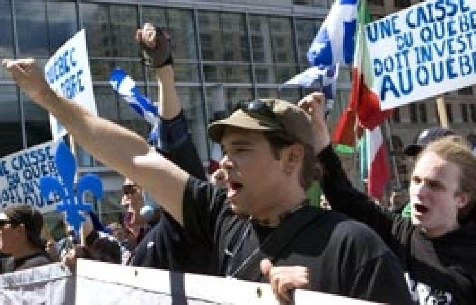 Environ 200 personnes ont répondu hier à l'appel du Réseau de résistance du Québécois en manifestant devant les bureaux montréalais de la Caisse de dépôt et placement du Québec, réclamant notamment que l'institution fasse de l'investisse