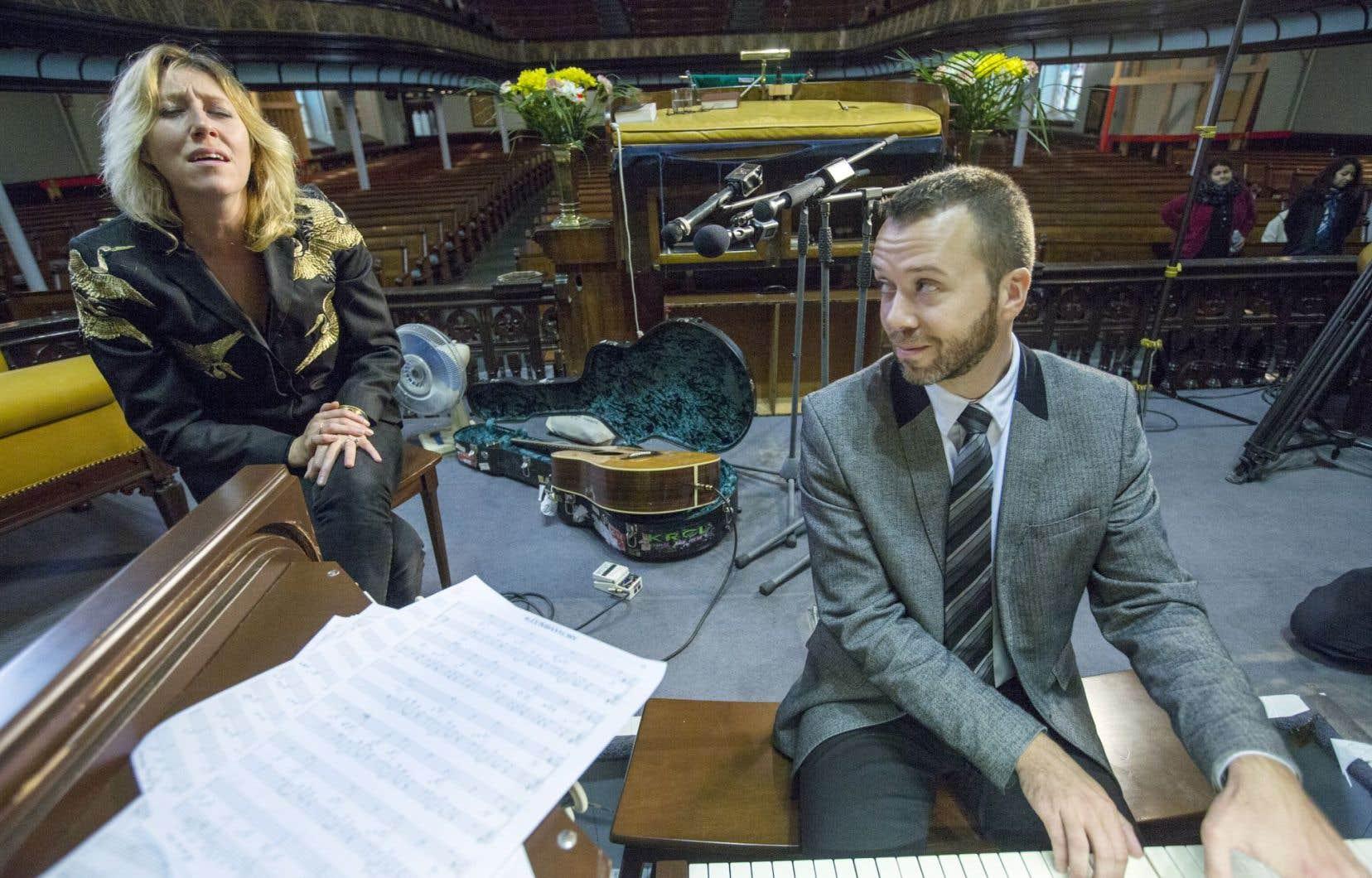 Martha Wainwright et un des organistes lauréats du CIOC en 2011, Jean-Willy Kunz, en répétition en vue du concert du 7octobre à l'église St. James United.