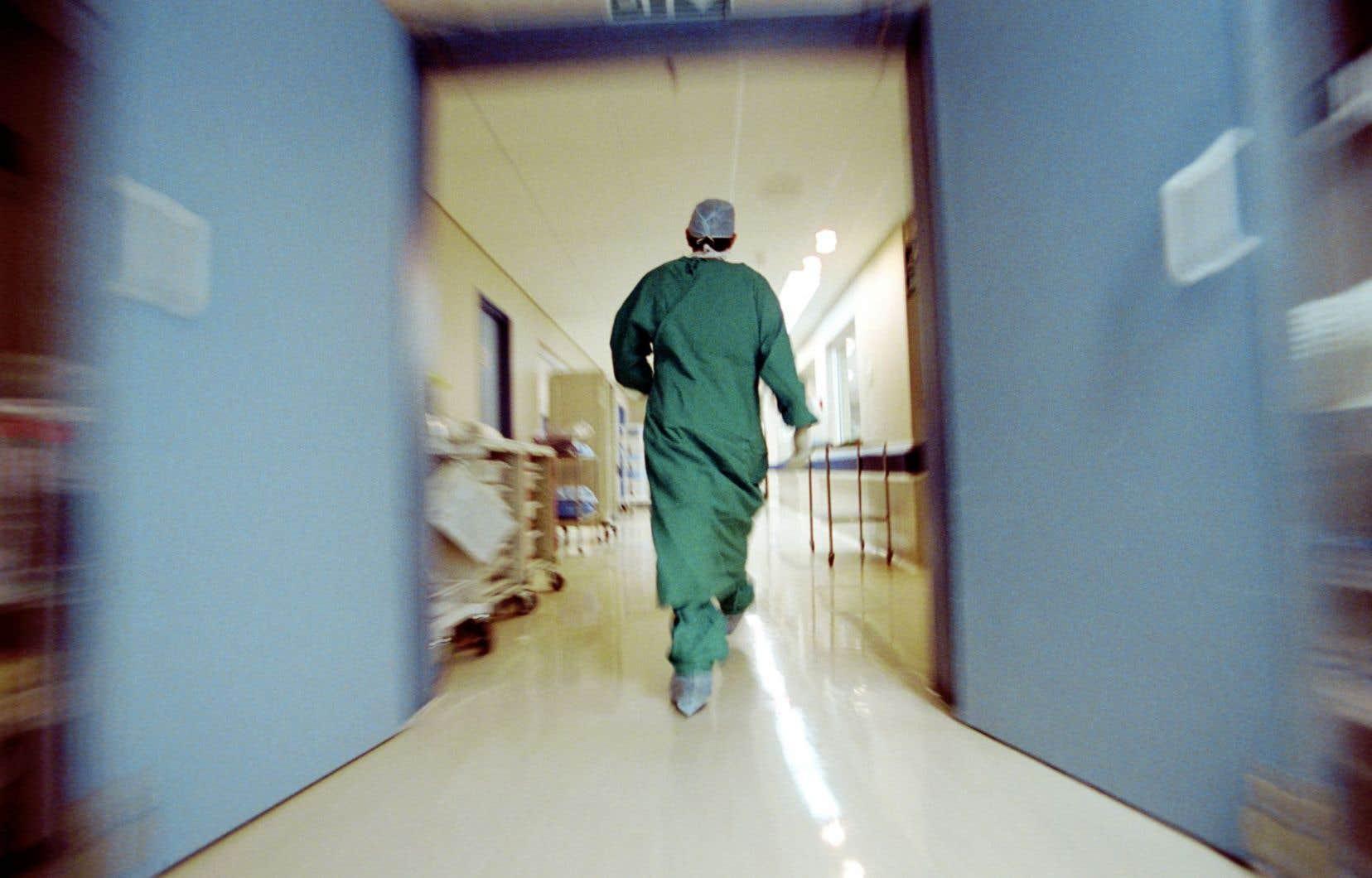 Le ministre de la Santé, Gaétan Barrette, récupère-t-il des pouvoirs avec sa réforme ?