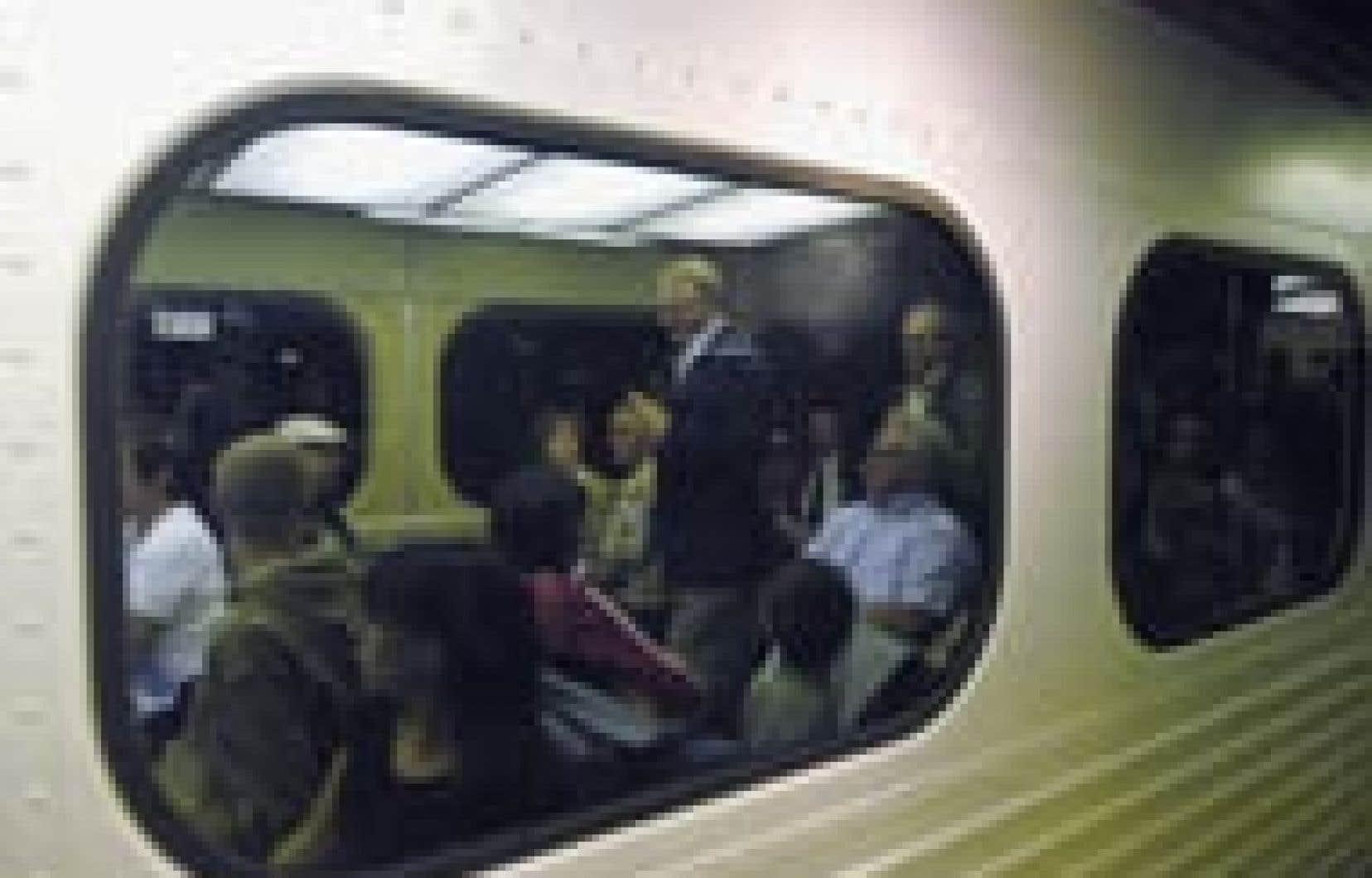 Le maire Gérald Tremblay est venu écouter les revendications des manifestants de l'Est de Montréal qui s'étaient donné rendez-vous, hier, à la Gare centrale pour réclamer la mise en service dans les plus brefs délais d'un train de banlieue.