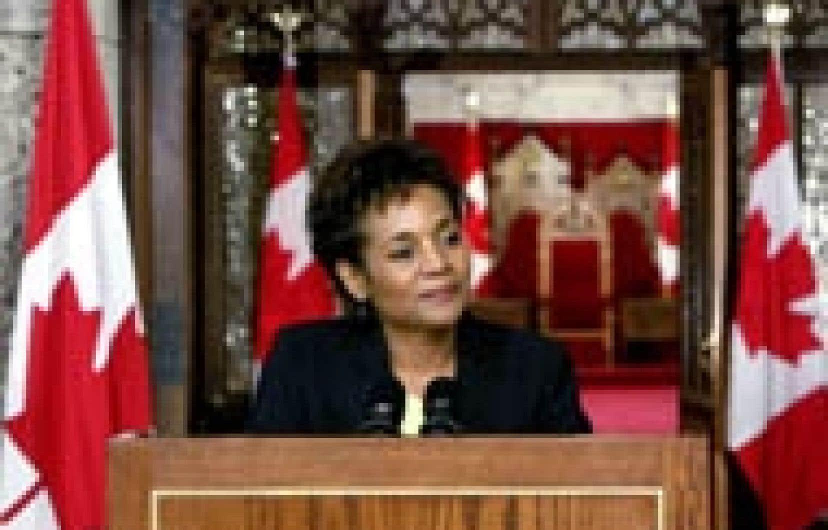 La future gouverneure générale du Canada, Michaëlle Jean, a annoncé hier qu'elle renonçait à sa nationalité française, avant sa prise de fonction officielle demain.