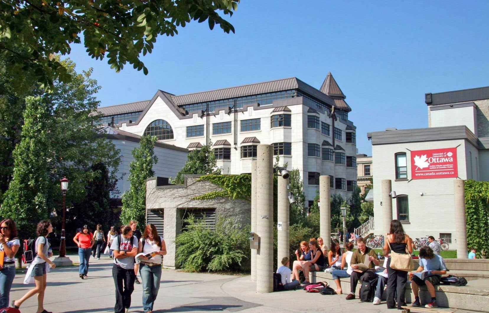 L'inaccessibilité chronique aux programmes de langue française — notamment dans le centre-sud-ouest de l'Ontario — mène plusieurs Franco-Ontariens à se tourner vers l'université anglophone plutôt que de s'exiler à Ottawa, à Sudbury ou au Québec.