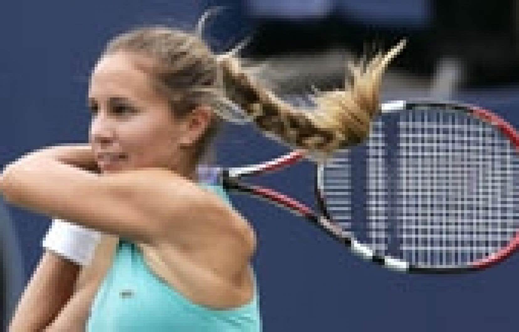 L'Argentine Gisela Dulko a renversé hier la Russe Svetlana Kuznetsova, ennuyée par un douloureux mal de dos.