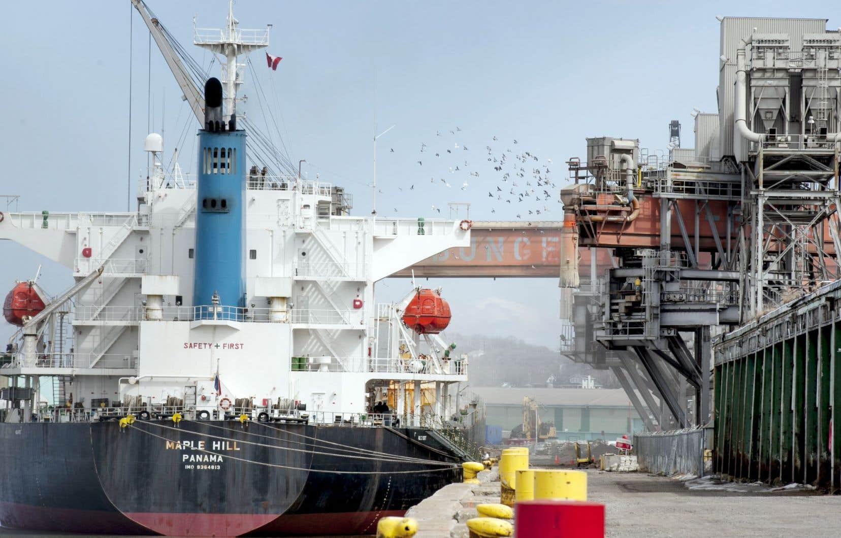L'entreprise Arrimage Québec a reconnu que ses opérations de transbordement étaient à l'origine de la poussière rouge retrouvée dans le quartier.
