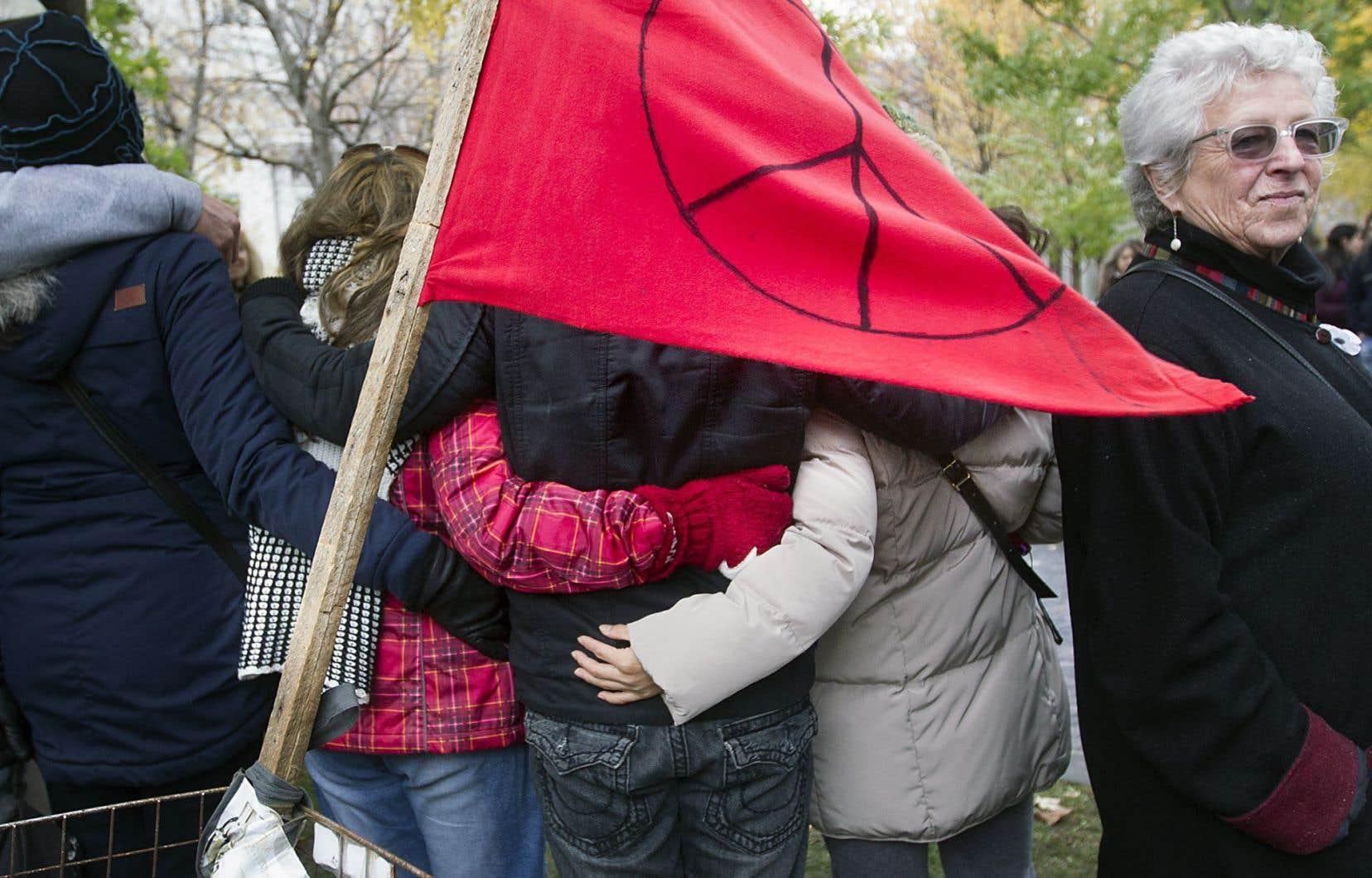 Le groupe de manifestants réclamait dimanche que le Canada prenne plutôt la voie diplomatique.