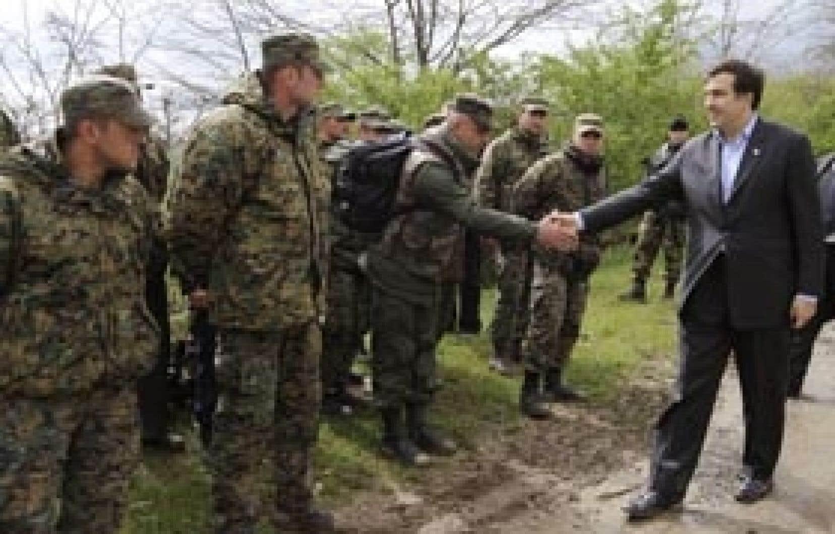 Le président de la Géorgie, Mikheil Saakachvili, a rencontré hier des mutins.