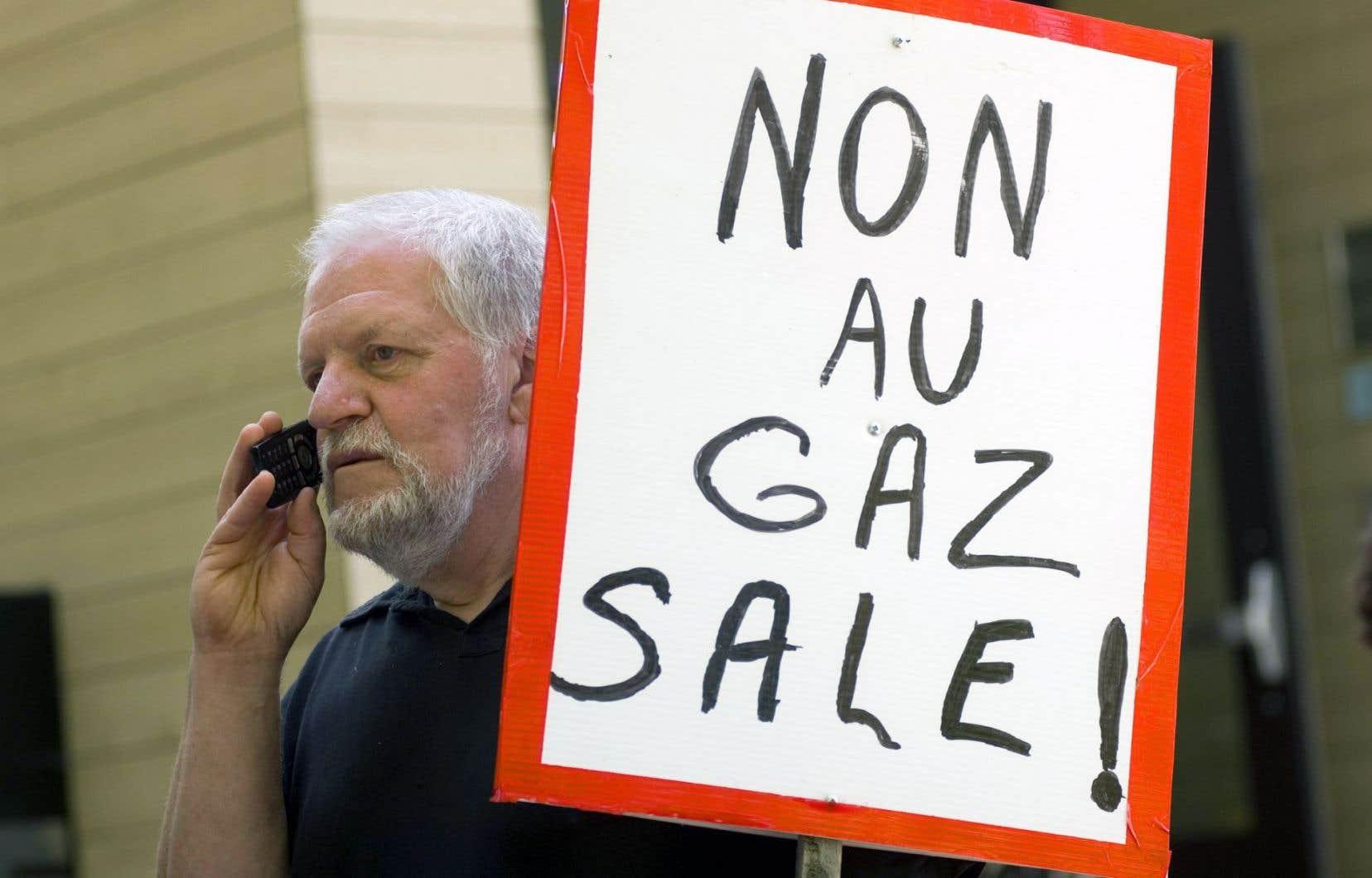 Les opposants à la filière gazière rappellent que l'implantation de l'industrie nécessiterait de quadriller systématiquement de larges pans du sud de la province,