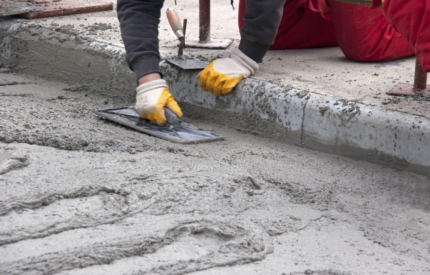 L'absence de concurrence observée dans l'industrie du trottoir fait croire au contrôleur général, Alain Bond, que celle-ci est toujours «sous influence».