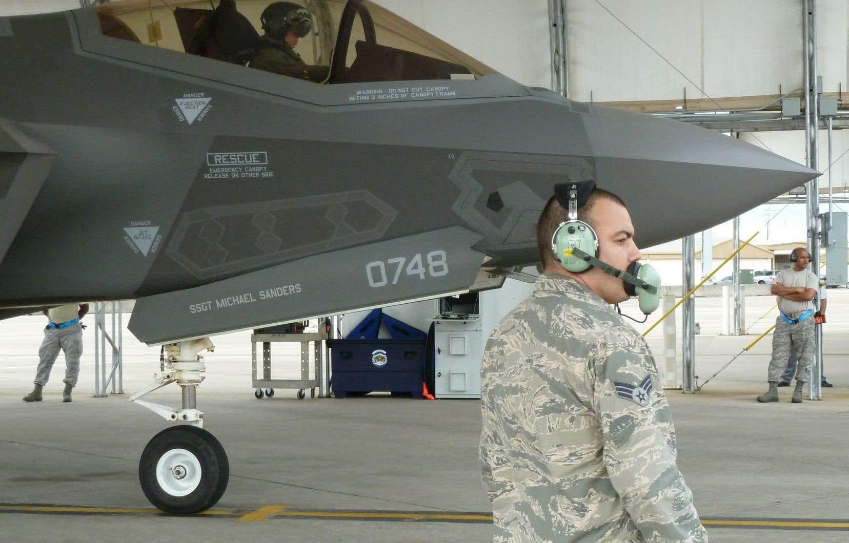 Voilà près de deux ans que le gouvernement conservateur a suspendu le projet des F-35.