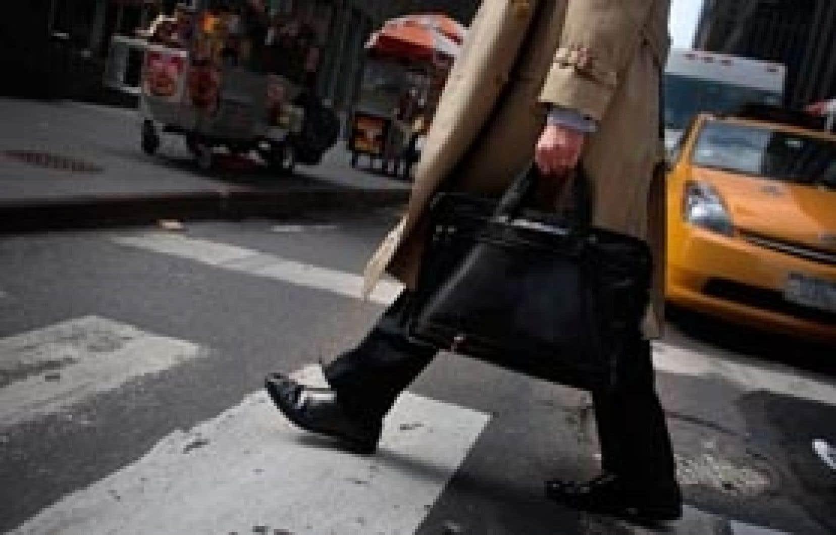 Selon Yves Michaud, du Mouvement d'éducation et de défense des actionnaires, «il faut maintenir, dans l'opinion publique, le débat sur les rémunérations absolument pharaoniques, excessives, himalayennes, outrageantes, indécentes».