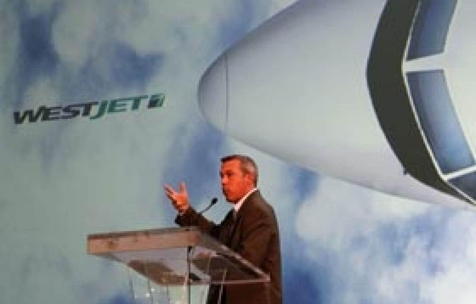 Le président et chef de la direction de WestJet, Sean Durfy, a indiqué que les performances de l'entreprise au deuxième trimestre laissaient entrevoir un déclin des revenus par siège-mille offert semblable à celui du premier trimestre.