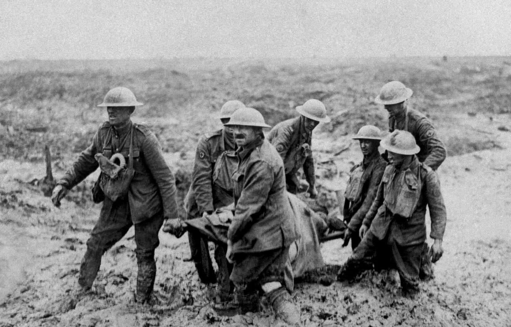 Des soldats canadiens près de Boesinghe, en Belgique, en 1917