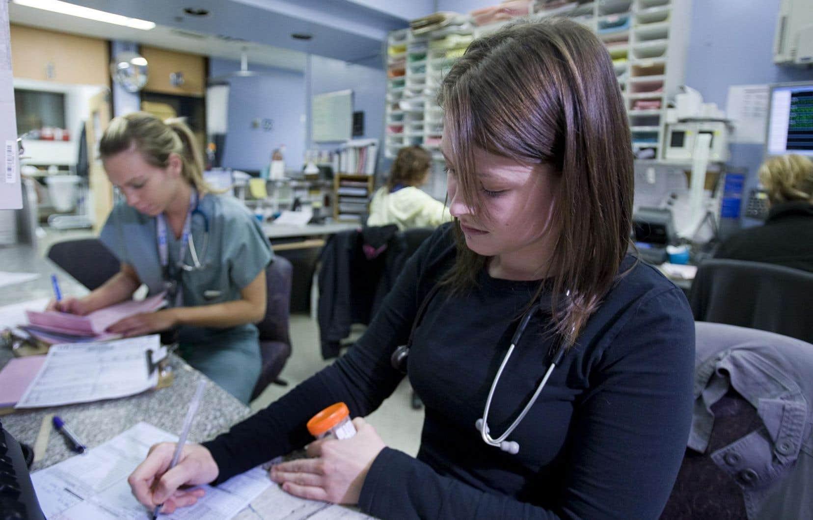 Plutôt que de rendre bilingue l'ensemble du réseau de la santé, les établissements devraient se concentrer sur «la relation patient-soignant», préconise l'IREC.