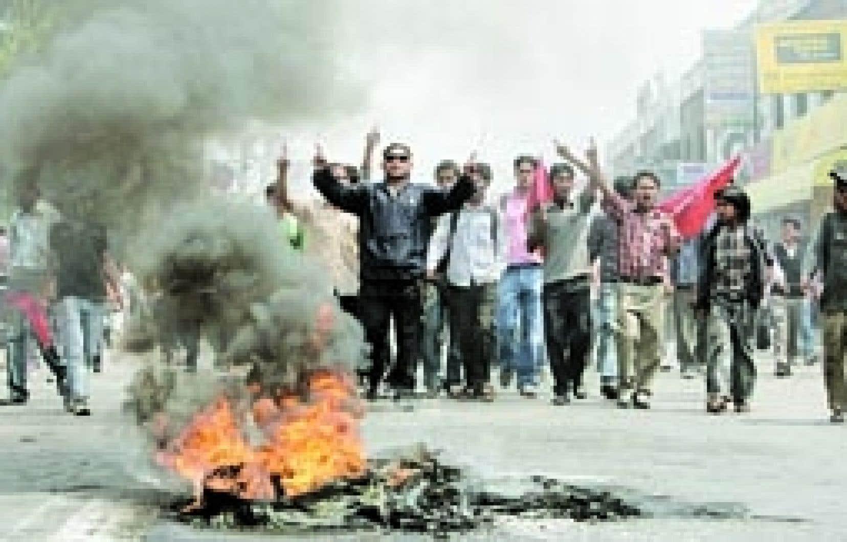 Des manifestants ont exigé la démission du premier ministre hier à Katmandou.