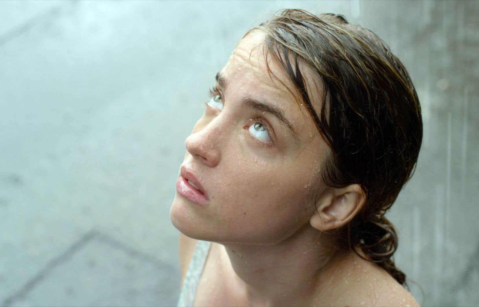 Adèle Haenel joue l'héroïne parano qui s'entraîne en vue de l'Apocalypse.