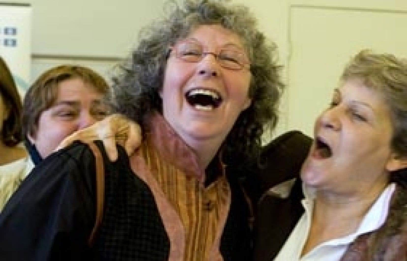 Diane Heffernan, coordonnatrice du Réseau des lesbiennes du Québec, et Diane Bordeleau participaient hier à une conférence de presse sur la sensibilisation à l'homosexualité dans les centres d'accueil du Québec.