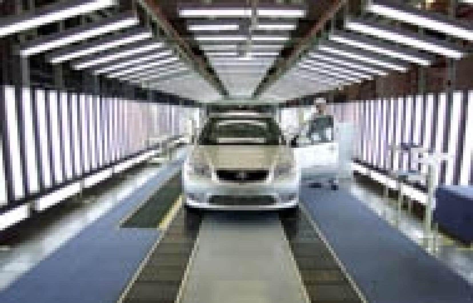 Dernière vérification dans une usine de Toyota. Les constructeurs nippons détiennent actuellement 32,1 % du marché des États-Unis, en ne cessant de s'étendre aux dépens des industriels américains.