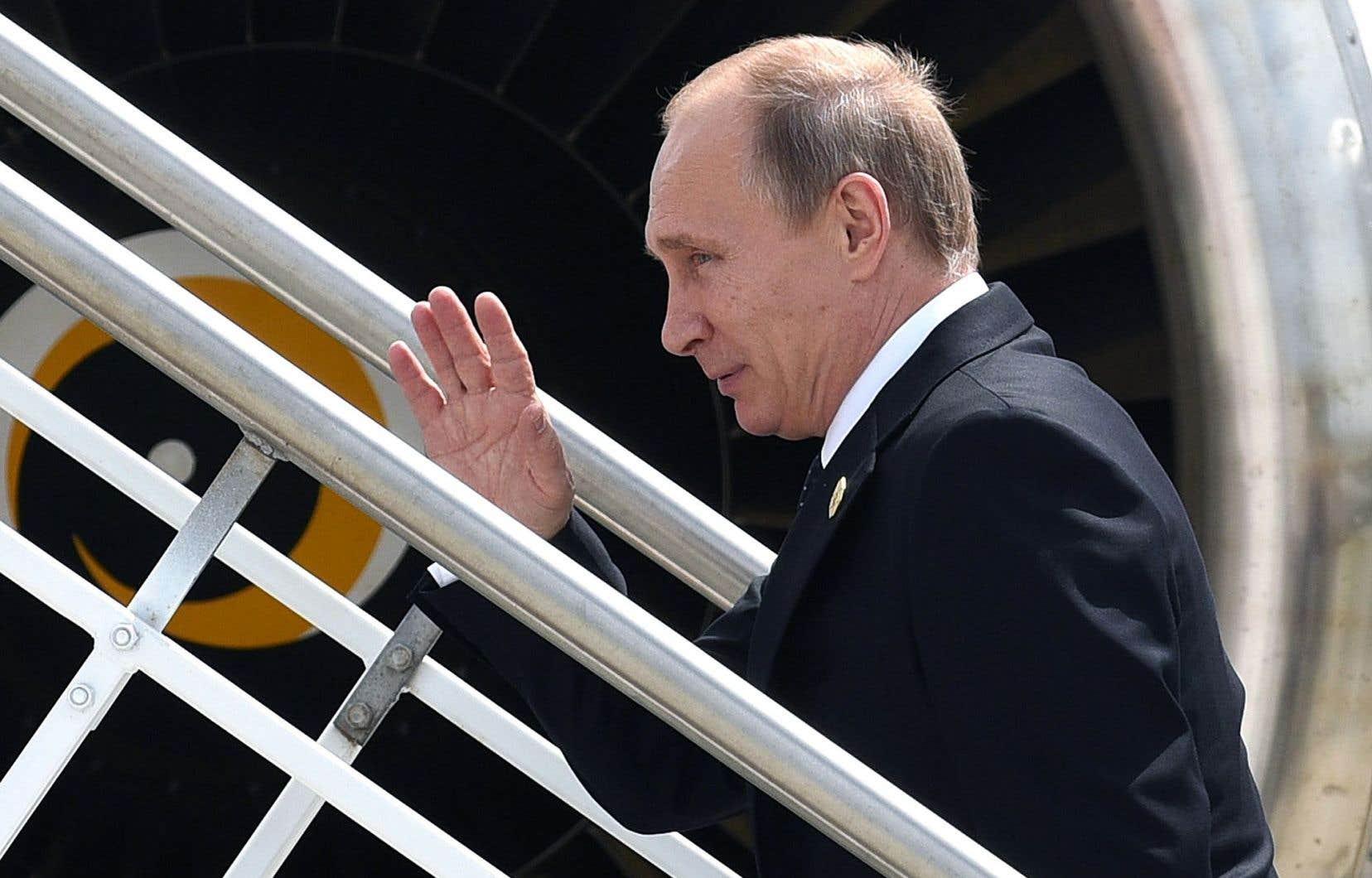 Vladimir Poutine quittant l'Australie, dimanche, après avoir été la cible de tirs groupés de la part de ses homologues occidentaux au sommet du G20.