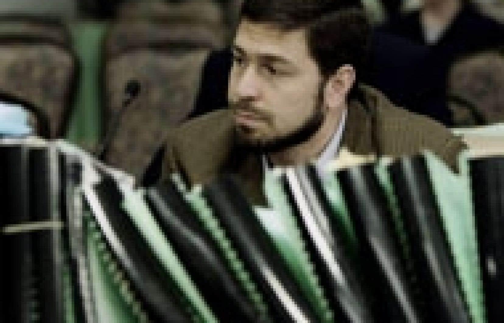 Maher Arar écoute attentivement les témoignages qui sont rendus à l'enquête publique chargée de faire la lumière sur ce qu'il est convenu d'appeler l'affaire Arar.