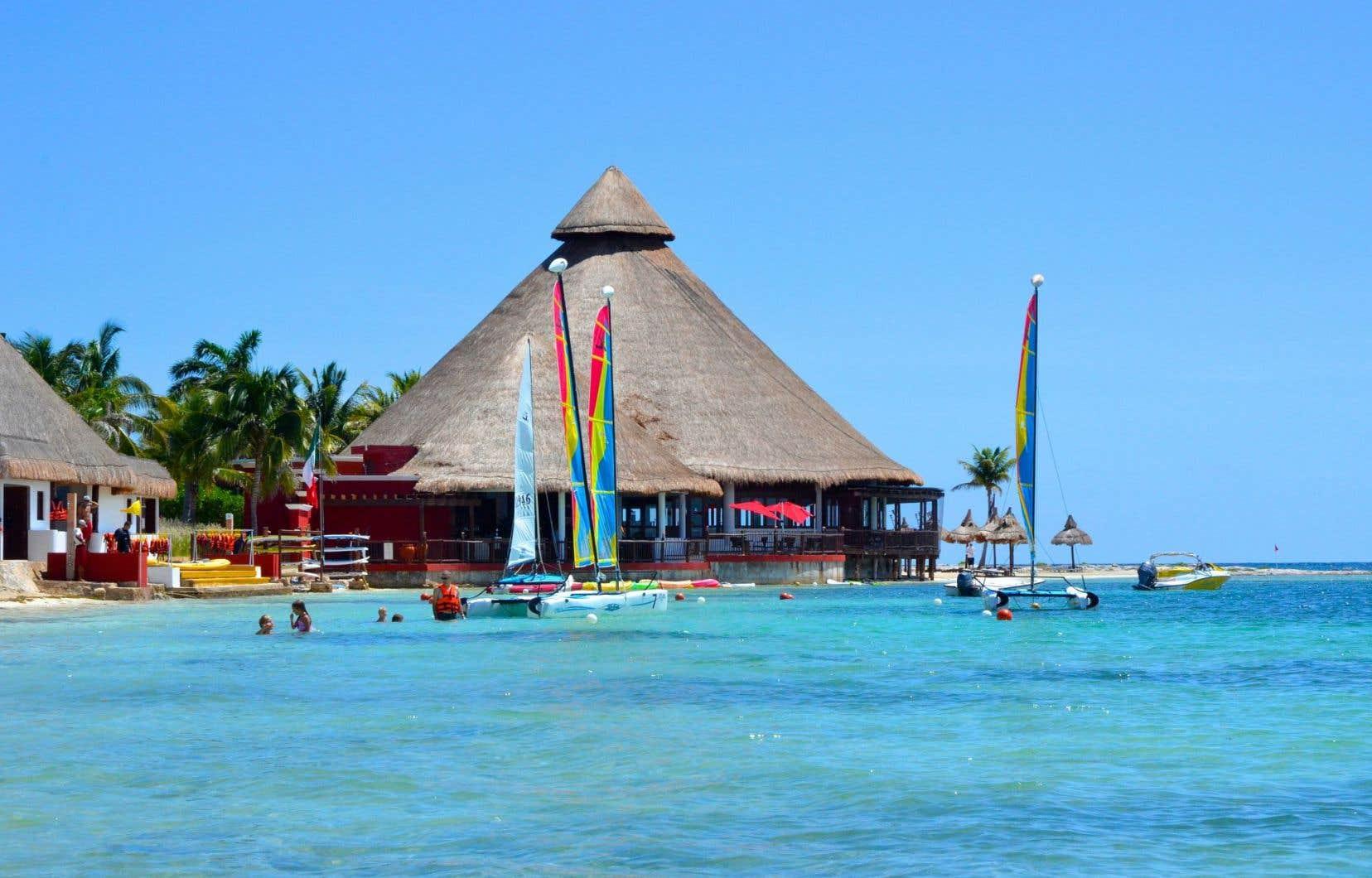 Le nouveau restaurant Las Cazuelas et le club nautique, situés tout près du nouveau complexe Aguamarina.