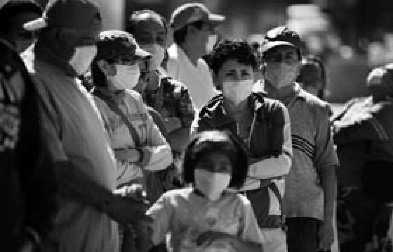 À Mexico, à peu près plus personne ne sort de chez lui sans se couvrir le visage d'un masque.