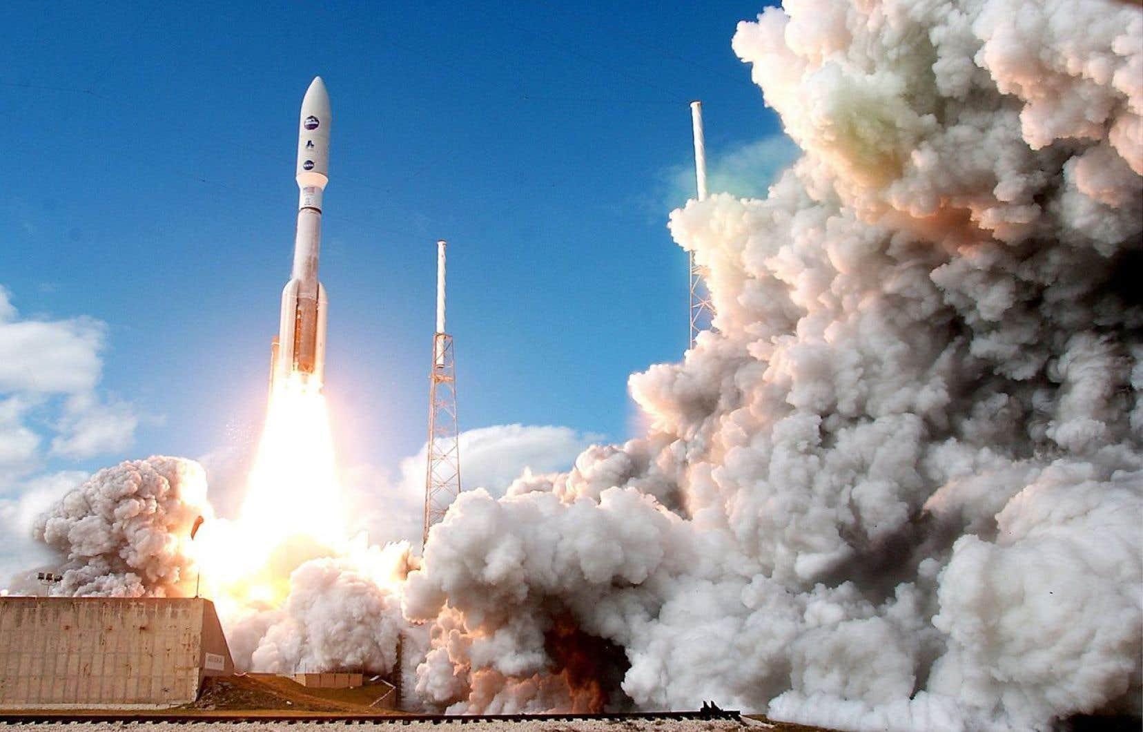Une fusée a emporté dans l'espace la sonde New Horizons au départ de Cap Canaveral, en Floride, le 19janvier 2006.