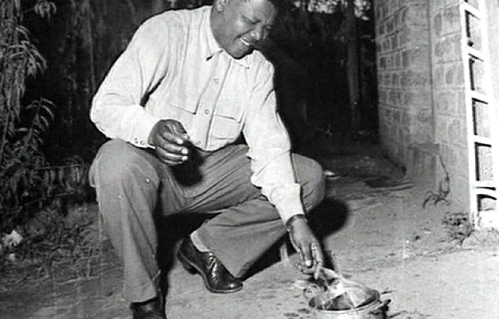Bien qu'il ne fasse qu'un survol de la vie de Mandela, ce document est riche en photos et en films d'archives.