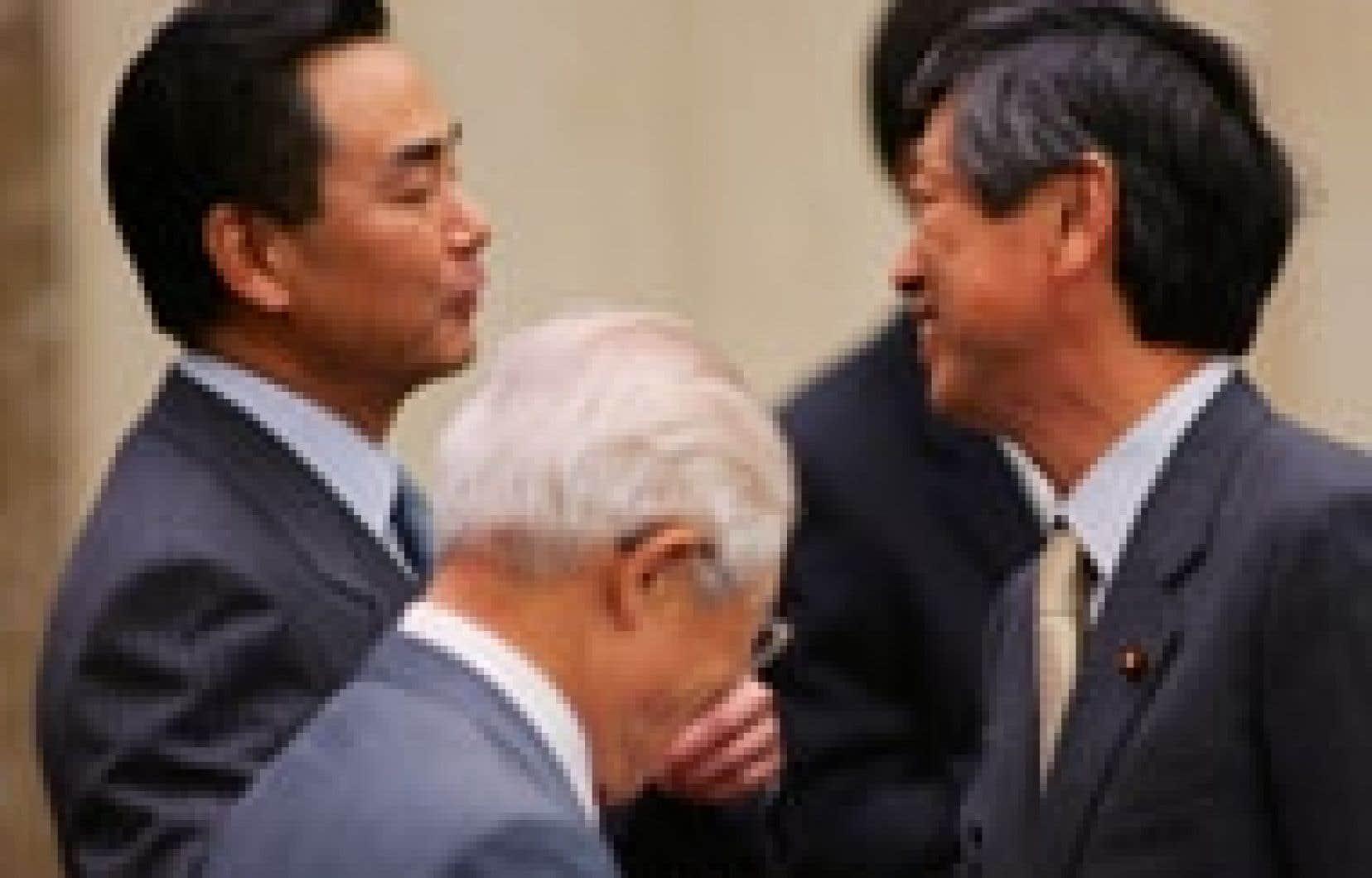 Les sourires de l'ambassadeur de Chine au Japon, Wang Yi, et de l'ancien ministre japonais des Affaires étrangères, Masahiko Komyura, contrastaient avec l'humeur prévalant dans la rue chinoise.