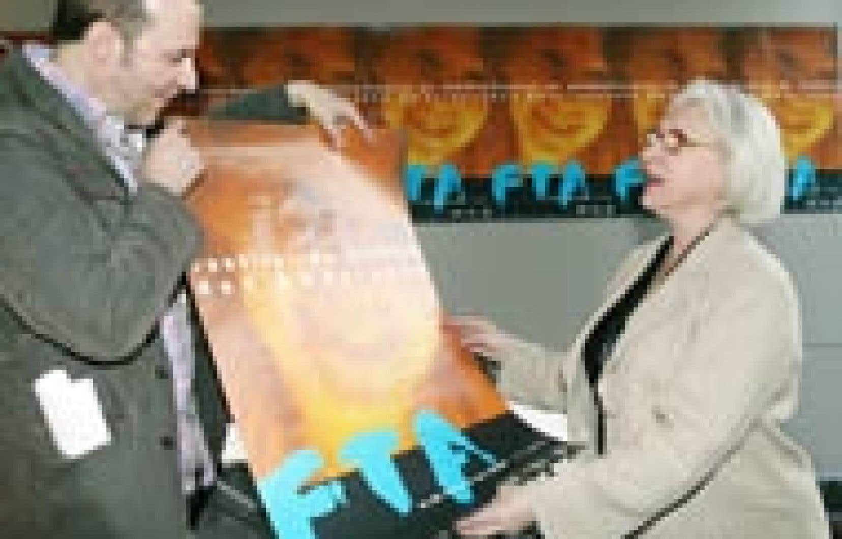 Claude Poissant et Marie-Hélène Falcon ont pris part à la conférence de presse annonçant la programmation du Festival de théâtre des Amériques, qui aura lieu du 25 mai au 8 juin.