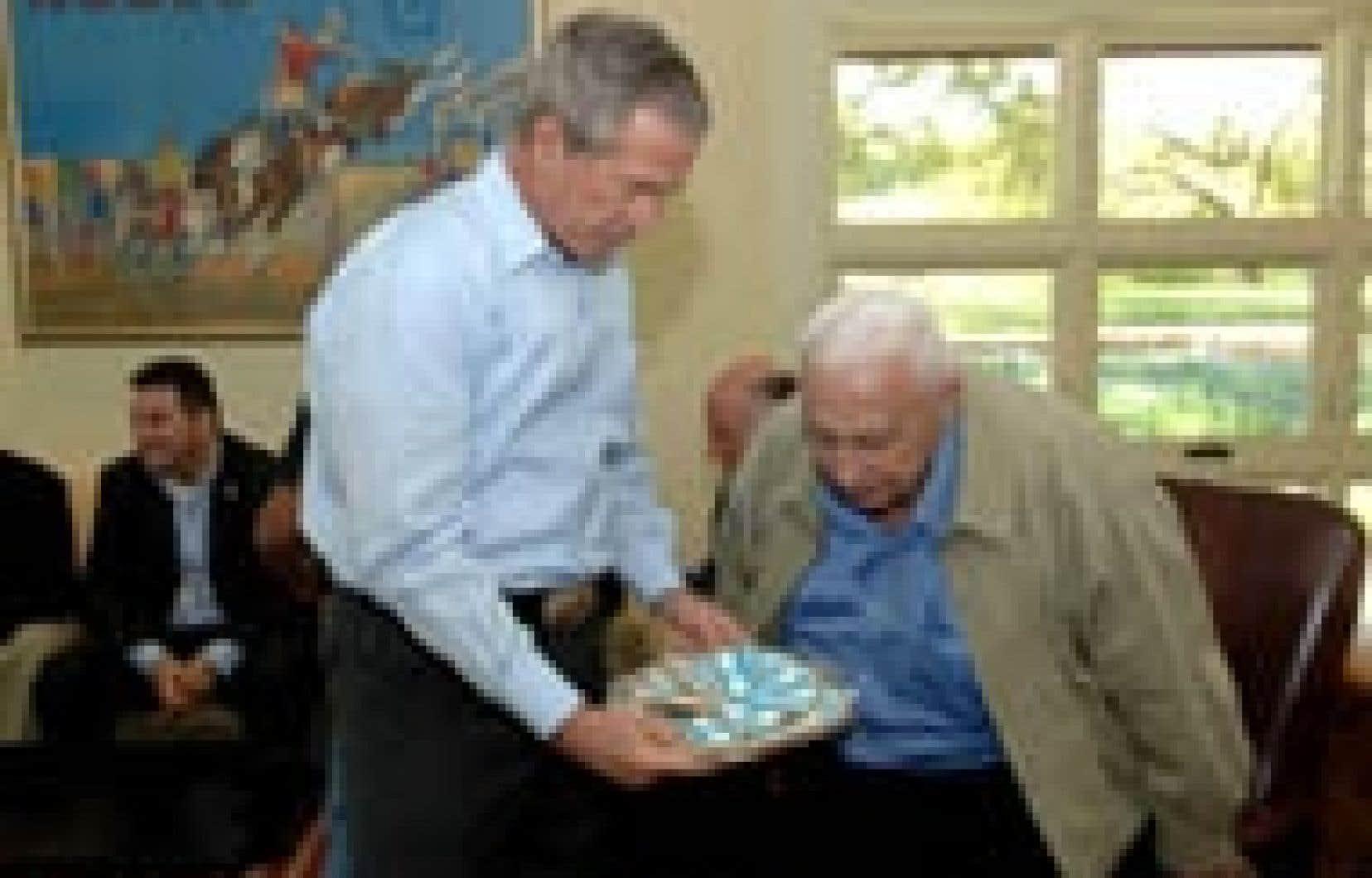 Ambiance texane et petites attentions chocolatées pour le premier ministre israélien.
