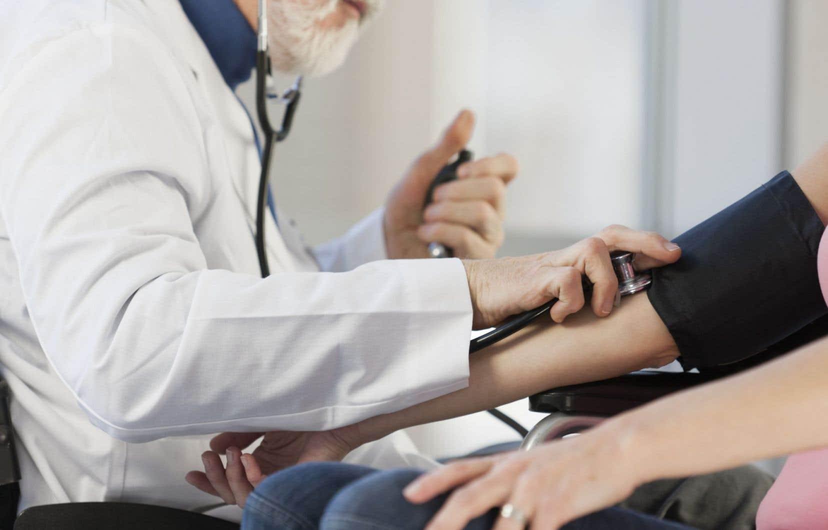 Le temps du médecin de famille pratiquant en solo dans son cabinet, ou traitant ses patients du « berceau au tombeau », à l'hôpital comme en clinique, est révolu.