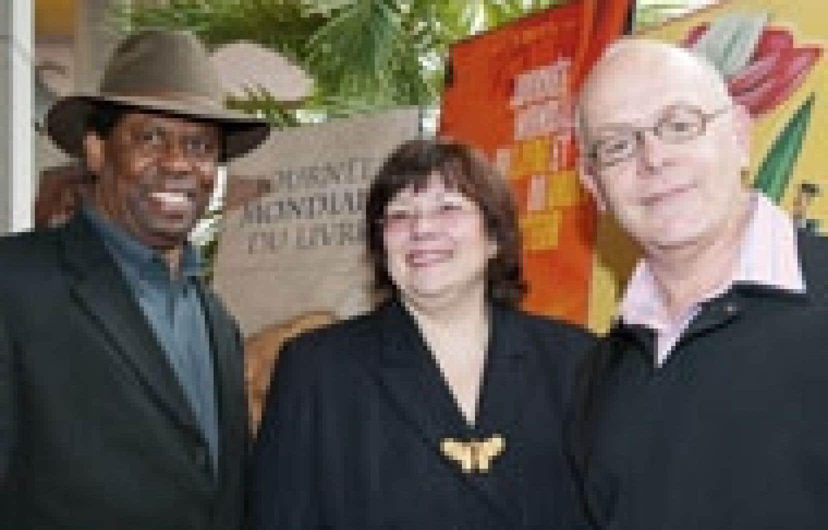 Dany Laferrière, un des porte-parole de la Journée mondiale du livre, Francine Senécal, coprésidente de l'événement Montréal, capitale mondiale du livre et vice-présidente du comité exécutif, responsable de la culture et du patrimoine à la V