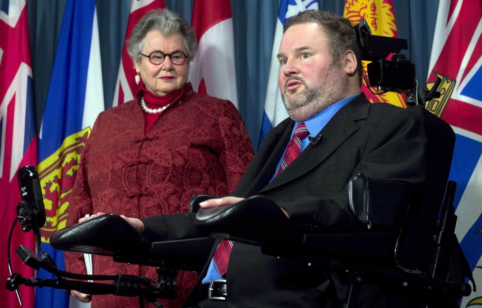 La sénatrice conservatrice Nancy Ruth prend le relais du député conservateur Steven Fletcher et déposera, avec son collègue Larry Campbell, un projet de loi qui permettrait aux provinces de légiférer.