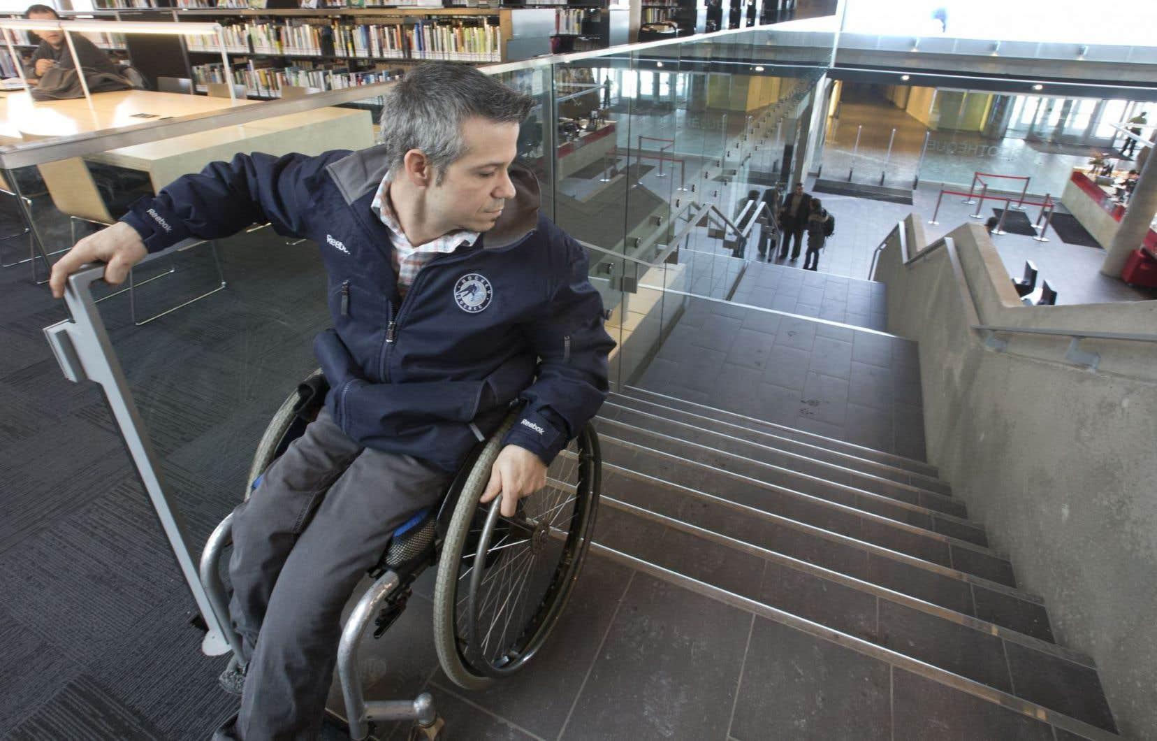Il est toujours possible en 2014 de construire un édifice inaccessible pour les personnes handicapées.