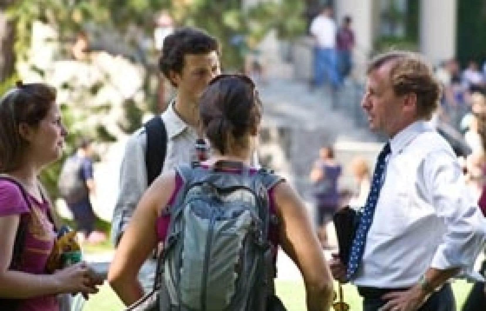 Le recteur de l'Université d'Ottawa, Allan Rock, souhaite aussi améliorer la qualité de l'expérience étudiante sur le campus.