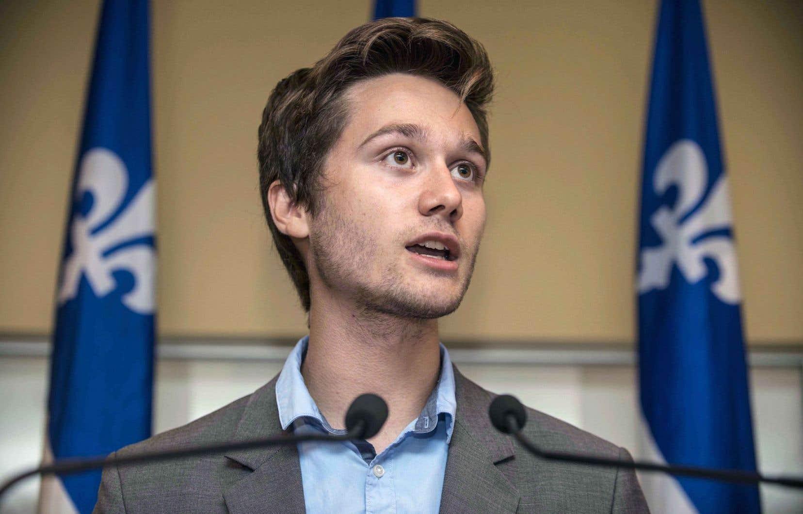 Léo Bureau-Blouin aurait souhaité que l'aile jeunesse choisisse un seul candidat à appuyer, mais il a vite été rabroué.