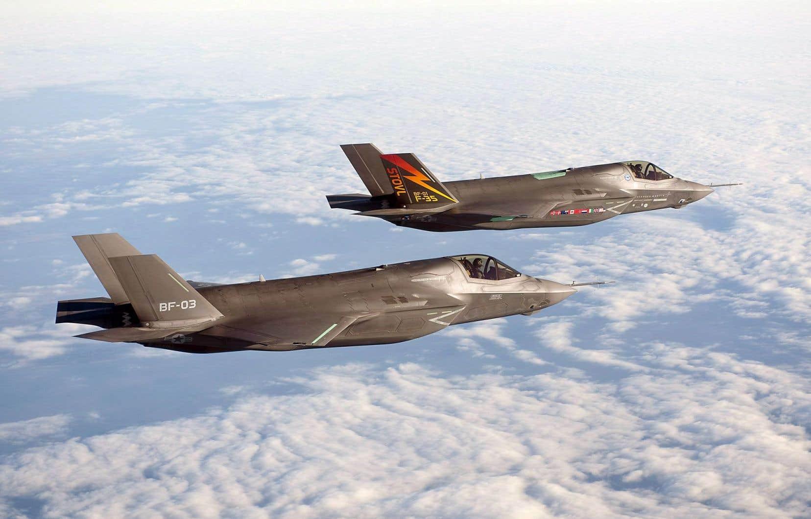 Ottawa pourrait devoir acheter moins d'avions de chasse que les 65 prévus à l'origine pour respecter son budget.