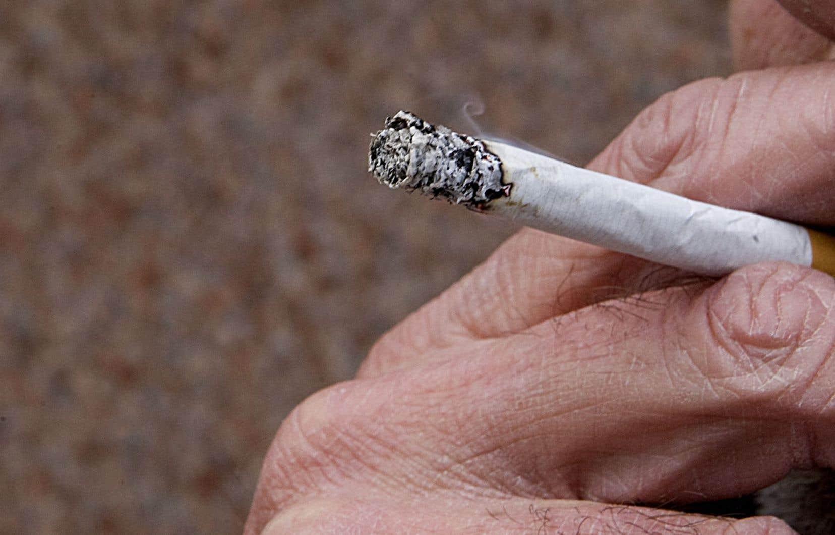 Le premier recours a été intenté au nom des victimes du cancer du poumon, du larynx, de la gorge et d'emphysème causé par la cigarette et le second pour les personnes dépendantes de la nicotine contenue dans les cigarettes.