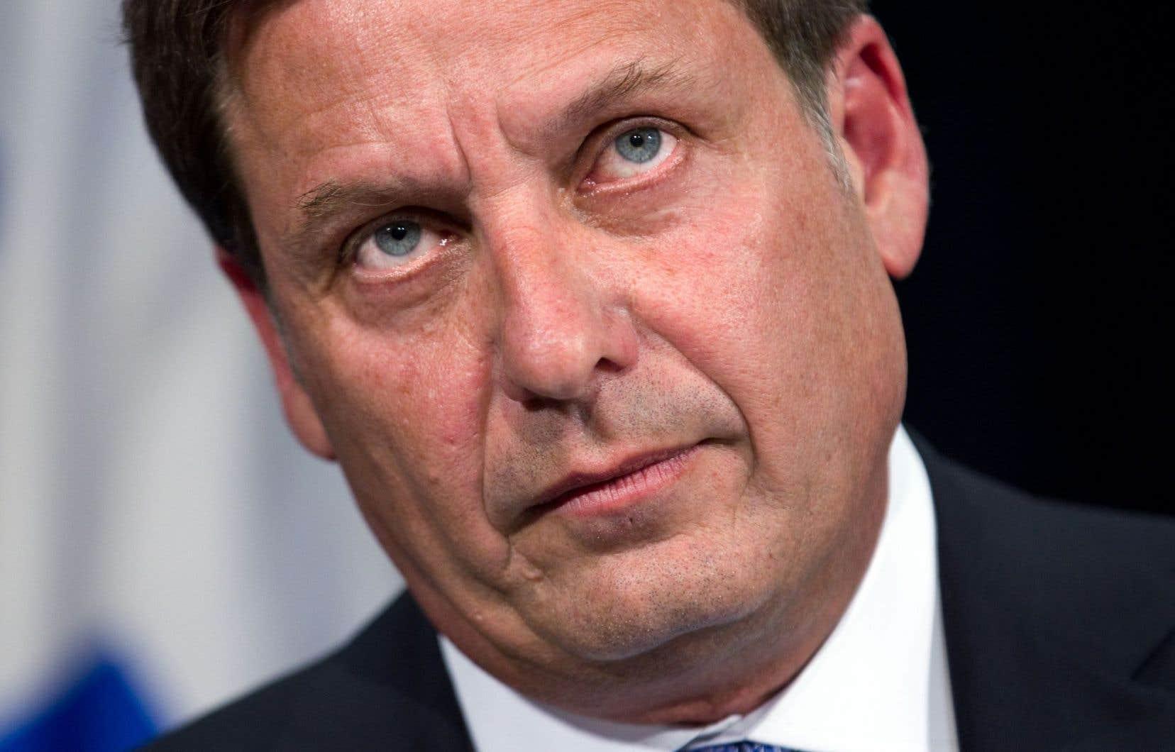 Le ministre Pierre Moreau a soutenu mercredi que Marc Demers et Caroline St-Hilaire prennent « les gens pour des crétins ».
