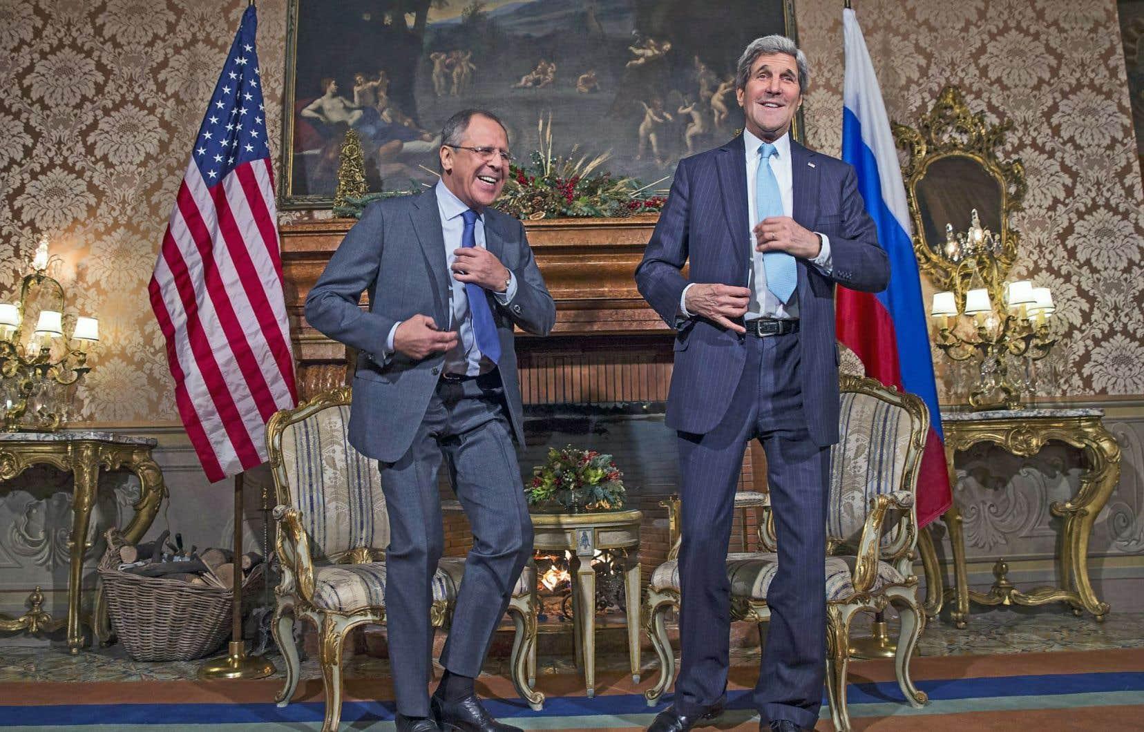 Le ministre des Affaires étrangères russe, Sergeï Lavrov, et le secrétaire d'État américain, John Kerry, lors de leur rencontre à la Villa Taverna, à Rome