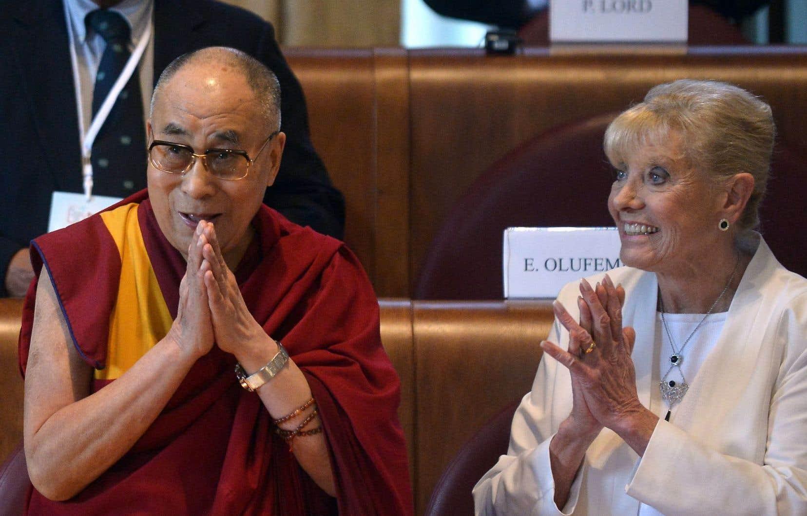 Le dalaï-lama et Betty Williams sont de ceux qui ont exprimé leur inquiétude à propos des puissances faisant usage de la force.