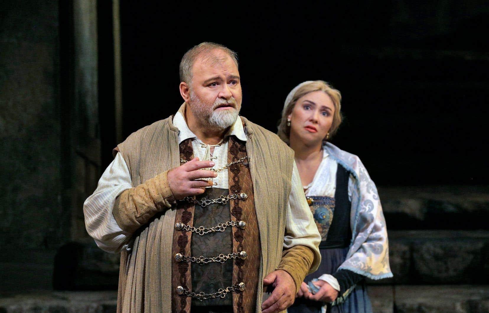 Les interprètes Hans-Peter König, dans le rôle de Veit Pogner, et Annette Dasch, dans le rôle d'Eva.