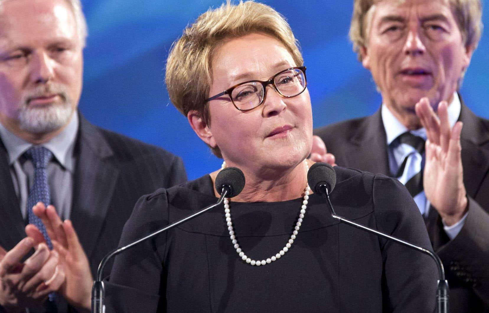 Pauline Marois a encaissé durement sa défaite — et celle de son parti — au soir du 7 avril 2014. Sur scène, elle était notamment entourée de Jean-François Lisée (qui brigue sa succession) et de son mari, Claude Blanchet.