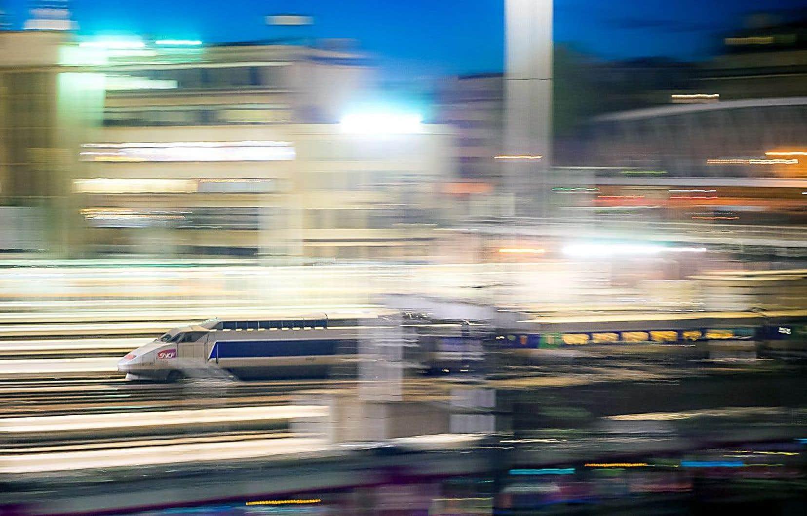 En France, le TGV existe depuis 35 ans. Plus qu'un moyen de transport, c'est aussi un levier stratégique pour stimuler l'économie.
