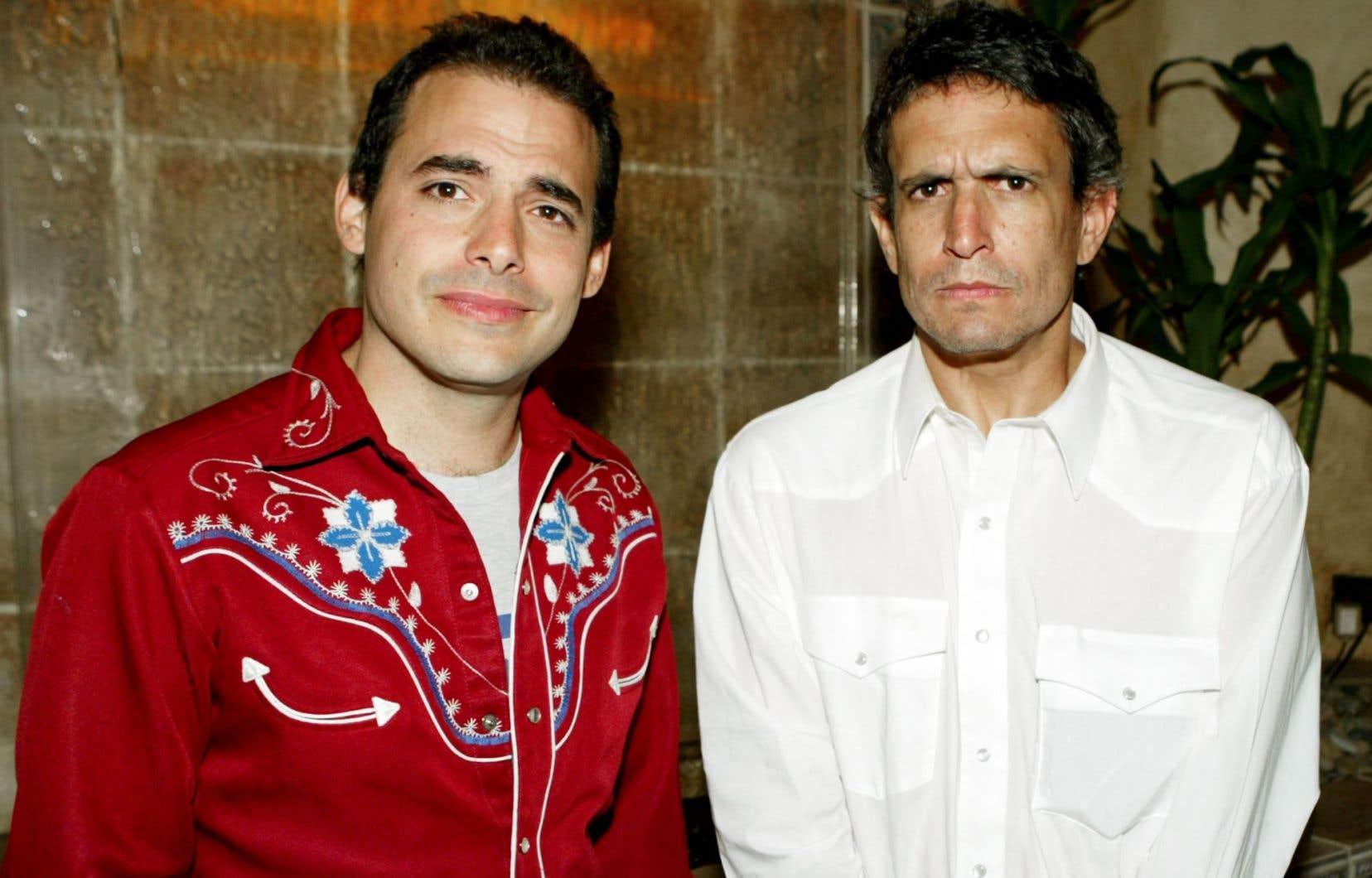 Les deux fondateurs des Yes Men, Igor Vamos (alias Mike Bonanno) et Jacques Servin (alias Andy Bichlbaum), en 2004, lors du lancement du documentaire sur les actions du collectif.
