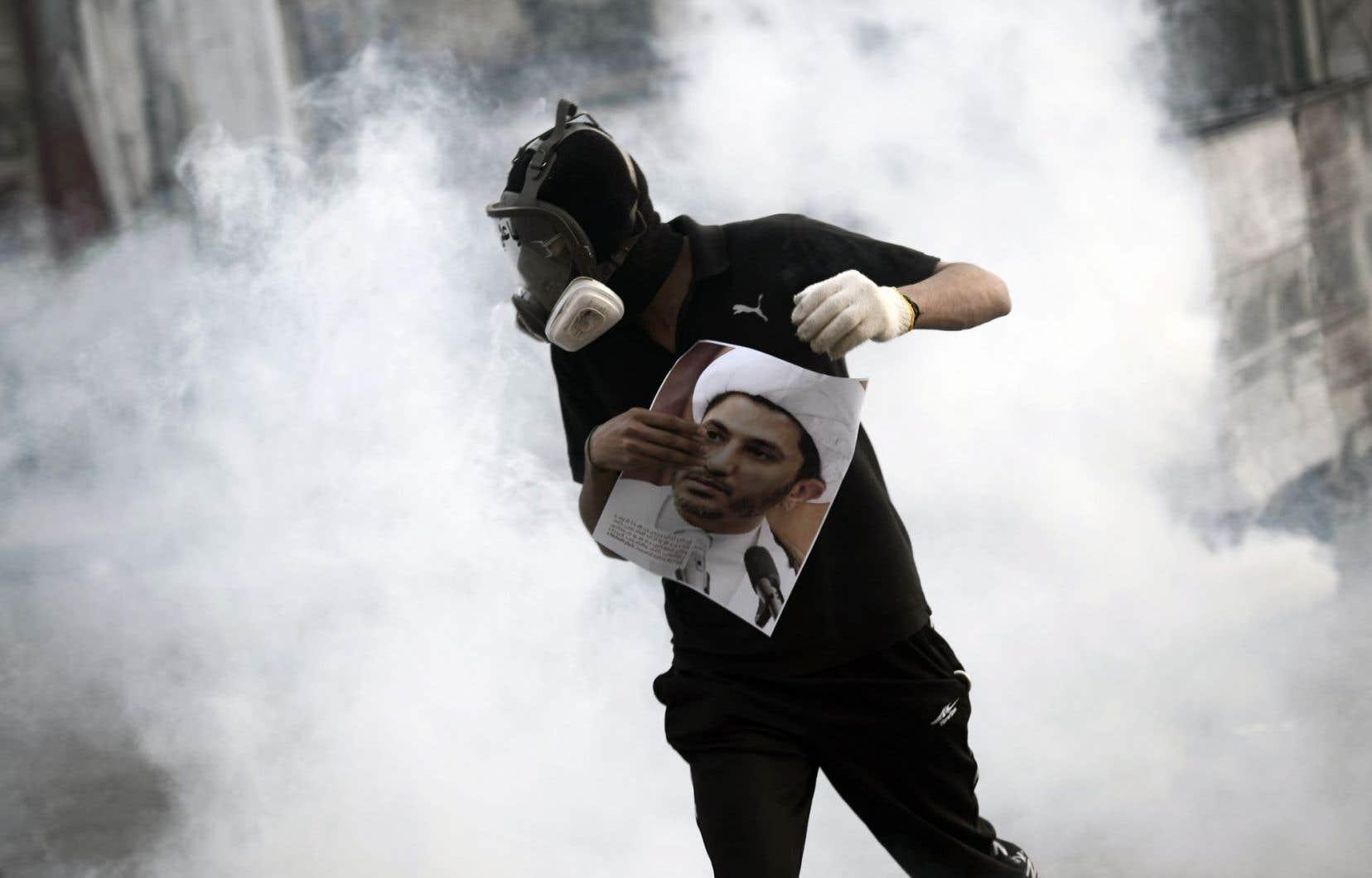 Les affrontements ont éclaté à la sortie des mosquées après la prière hebdomadaire du vendredi, lorsque les forces antiémeutes ont tiré des gaz lacrymogènes et à la chevrotine pour disperser la foule.